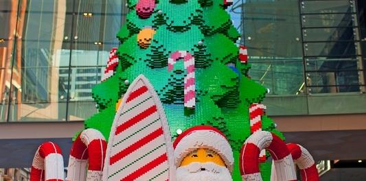 Австралийский Дед Мороз и 10-ти метровая елка из блоков констректора Lego