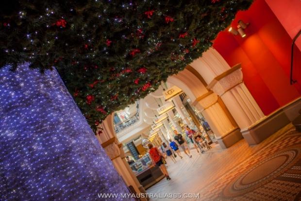 Новогодняя елка в торговом центре QVB Queen Victoria Building в Сиднее
