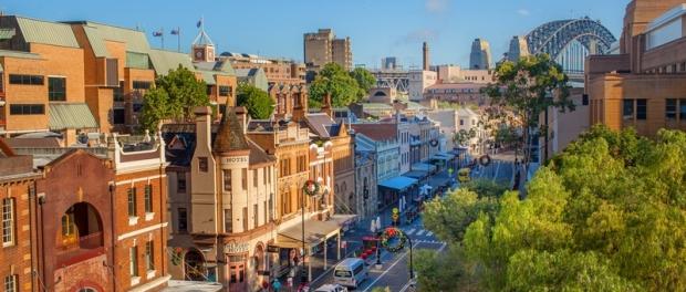 Главная улица Сиднея George Street в районе The Rocks